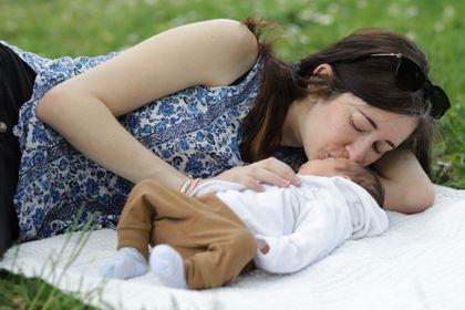 Sarah & Noah : un bel accouchement serein en siège, avant le terme